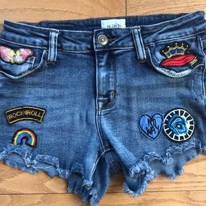 🌼 3/$18 girls Hudson denim shorts with patches 14